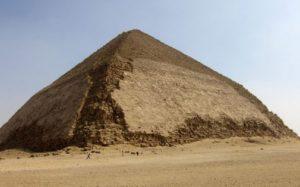 Ломаная пирамида