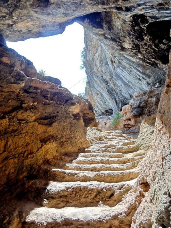 В пещере Караин