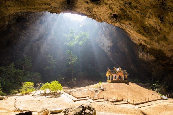 Вулканическая пещера Каенг